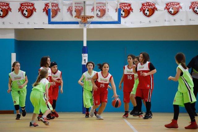 Niñas participantes en la Copa Covap.