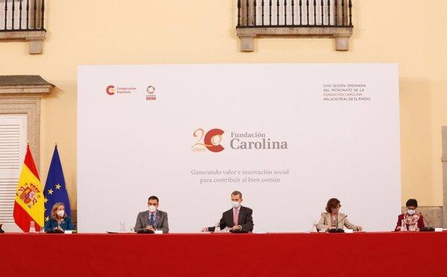 El rey Felipe VI presidente la reunión del Patronato de la Fundación Carolina