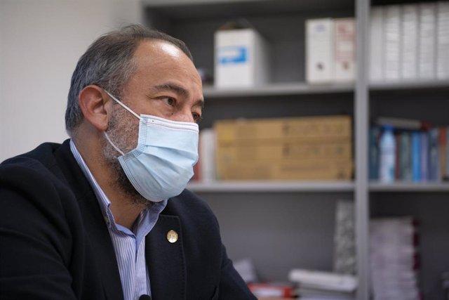 El candidato a rector de la UCLM Julián Garde, en entrevista con Europa Press