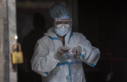 India suma más de 36.000 casos nuevos y 540 muertos y acumula más de 9,5 millones de contagios