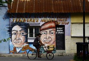 Mural homenaje a Hugo Chavéz y Simón Bolívar en Sa