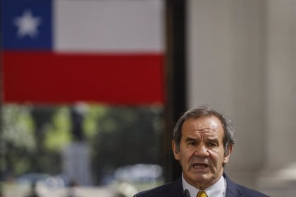 """Allamand defiende que Chile ha demostrado que un progreso exitoso no hace """"inmune frente a la protesta"""""""