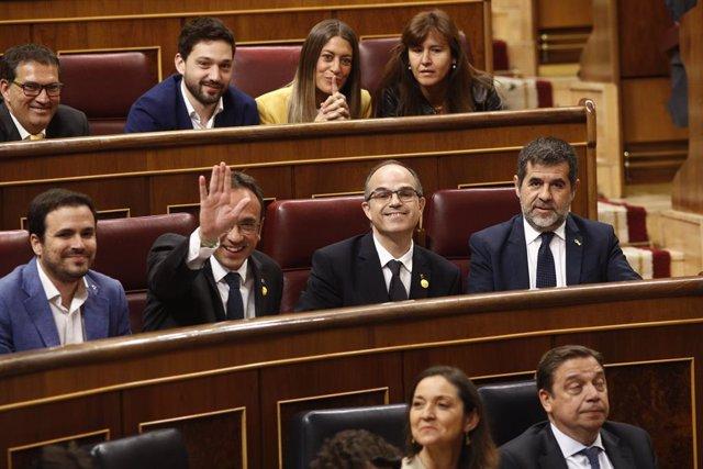 (E-D) El coordinador federal d'IU, Alberto Garzón; i els presos del procés Josep Rull, Jordi Turull  i Jordi Sànchez al Congrés dels Diputats.