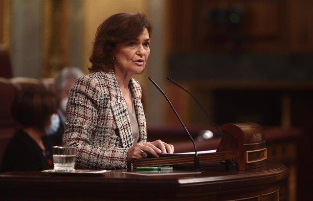 La vicepresidenta primera del Gobierno, Carmen Calvo, interviene en una sesión plenaria en el Congreso de los Diputados, en Madrid (España), a 2 de diciembre de 2020. El Pleno afronta desde el lunes 30 de noviembre la fase final del debate del proyecto de
