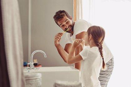 Los españoles puntúan con un 7,29 su nivel de higiene dental y 8 de cada 10 asegura usar colutorio
