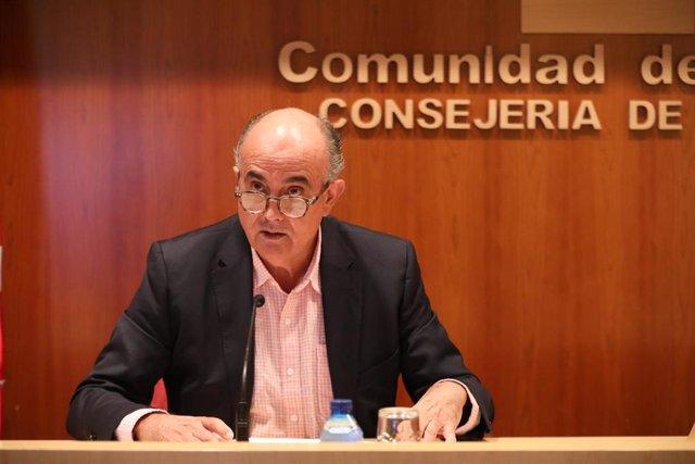 El viceconsejero de Salud Pública y Plan COVID-19 de la Comunidad de Madrid, Antonio Zapatero, interviene durante una rueda de prensa en la Consejería de Sanidad, en Madrid (España), a 20 de noviembre de 2020.