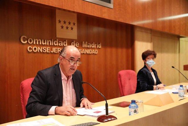El viceconsejero de Salud Pública y Plan COVID-19 de la Comunidad de Madrid, Antonio Zapatero; y la directora general de Salud Pública, Elena Andradas, durante una rueda de prensa en la Consejería de Sanidad, en Madrid (España), a 20 de noviembre de 2020.