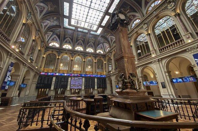 Visión general del interior del Palacio de la Bolsa de Madrid (España), a 22 de septiembre de 2020. El Ibex 35 experimentaba un descenso del 0,12% en la media sesión de este martes, lo que llevaba al selectivo a situarse en los 6.684,2 enteros a las 12.00
