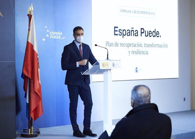 El presidente del Gobierno, Pedro Sánchez, comparece en rueda de prensa en la Capilla del Seminario Mayor de Comillas, Cantabria (España), a 4 de diciembre de 2020.