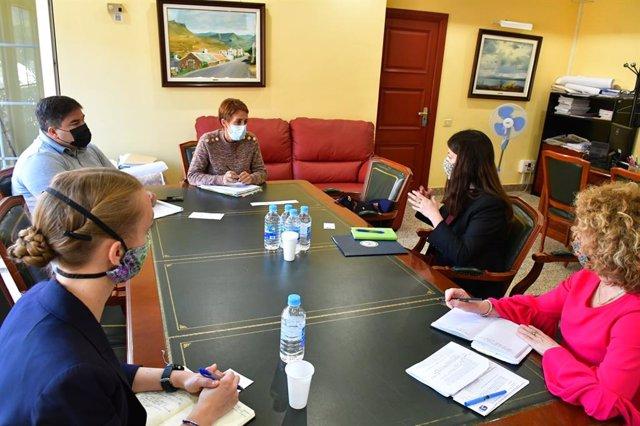 Representantes de la Embajada de EEUU abordan con la alcaldesa de Mogán la crisis migratoria en Canarias