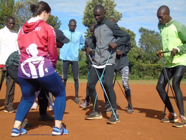 La profesora de la UCAV en Uganda, donder  desarrolla un proyecto solidario que auna salud y deporte.