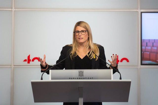 La vicepresidenta de JxCat, Elsa Artadi, en una roda de premsa al Parlament.