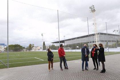 Cladera visita el Polideportivo Sant Ferran para conocer las instalaciones reformadas