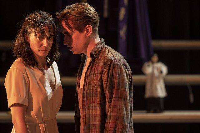 Escena de l'adaptació de 'Solitud' d'Alícia Gorina al TNC.