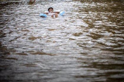 Las inundaciones provocadas por la fuertes lluvias dejan cinco muertos en Indonesia