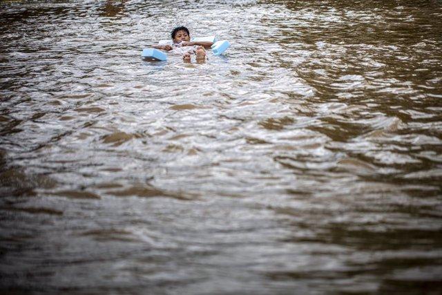 Imagen de archivo de fuertes inundaciones en Indonesia.