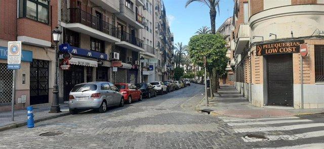 Una calle del centro de Huelva, vacía tras el decrero de estado de alarma por coronavirus en el pasado mes de marzo.
