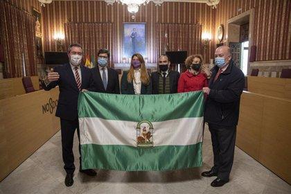 El Ayuntamiento de Sevilla homenajea a la bandera de Andalucía y rememora las manifestaciones del 4D