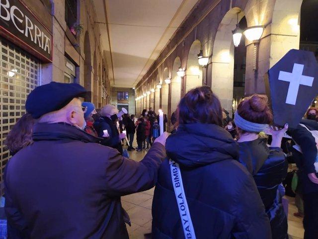 Vecinos de Abando se concentran contra el proyecto urbanístico del BAM