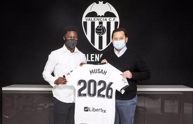 Yunus Musah renueva con el Valencia hasta 2026