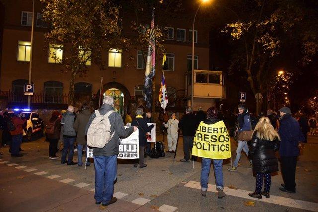 Manifestación en apoyo a la expresidenta del Parlament Carme Forcadell organizada por la ANC antes de su reingreso en la cárcel de Wad-Ras, en Barcelona, el 4 de diciembre de 2020.
