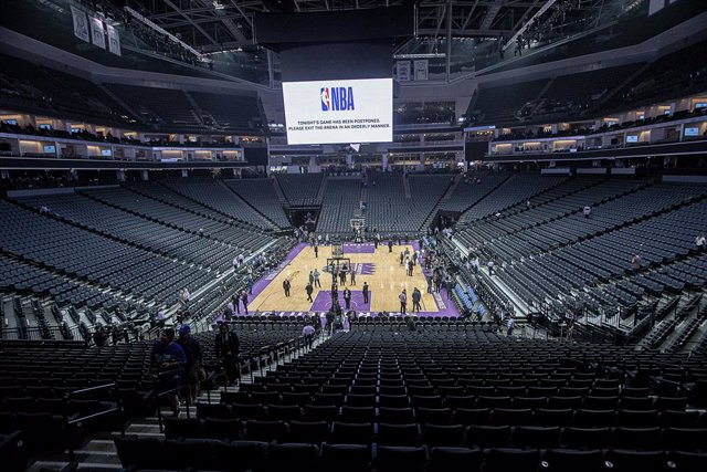 dpatop - 11 March 2020, US, Oklahoma: A general view of Chesapeake Energy Arena as the NBA decided to suspend the season after Rudy Gobert the French basketball player who plays for Utha Jazz tested positive for the coronavirus. Photo: Paul Kitagaki Jr./Z
