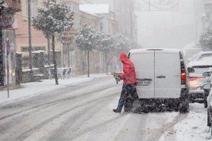 Dificultades en el tráfico en varias carreteras gallegas por la presencia de nieve