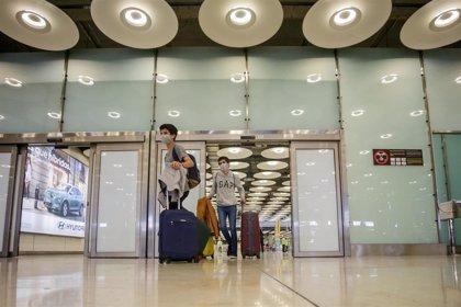 """La Comunidad pide a los estudiantes que vuelvan por Navidad a Madrid """"limitar interacciones"""" 10 días antes del viaje"""