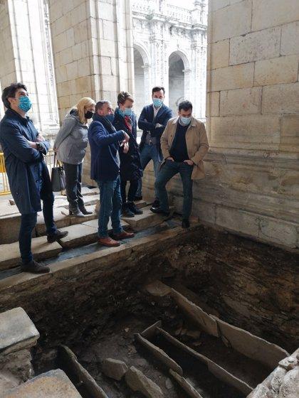 Aparecen restos arqueológicos de diferentes épocas en el Claustro de la Catedral de Lugo