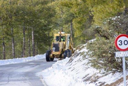 La Diputación de Almería activa su protocolo invernal de carreteras con casi 70 efectivos para proteger la red