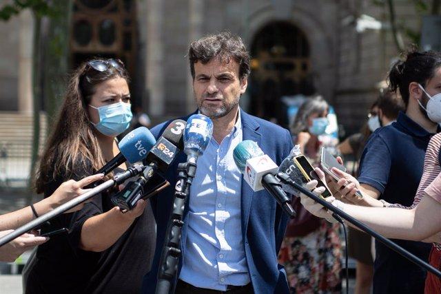 El president del Grup Confederal UP-EC-GeC al Congrés dels Diputats, Jaume Asens, atén als mitjans de comunicació.
