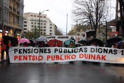 """Pensionistas se movilizan en Euskadi por unas pensiones dignas y critican los """"límites de los PGE a una subida general"""""""