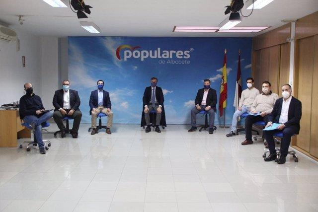 El vicesecretario de Política Territorial del Partido Popular, Antonio González Terol y el presidente provincial del PP Manuel Serrano presiden la puesta en marcha de varias vicesecretarías.