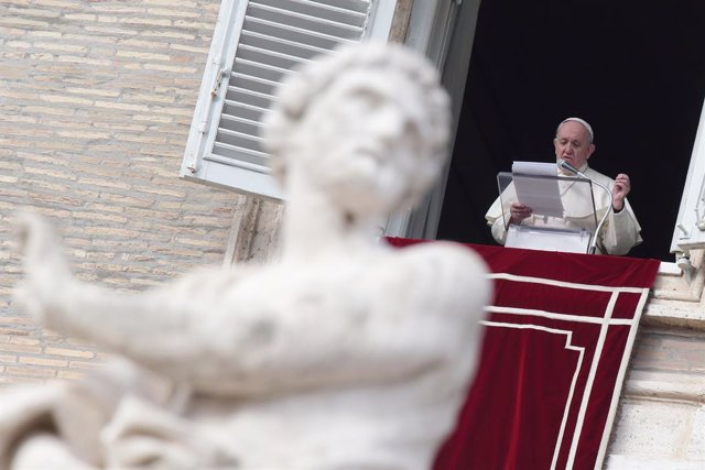 29 November 2020, Vatican, Vatican City: Pope Francis delivers the Angelus prayer from his window overlooking St. Peter's Square. Photo: Evandro Inetti/ZUMA Wire/dpa