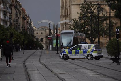 Localizan en Sevilla tres escopetas en el río e investigan su implicación en algún delito