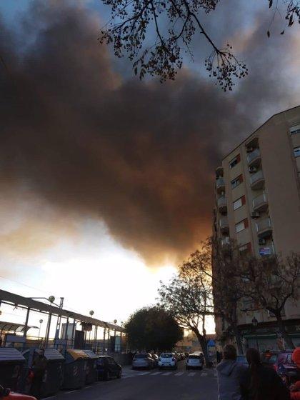 Declarado un incendio en las cocheras de la EMT de València que ha quemado varios autobuses
