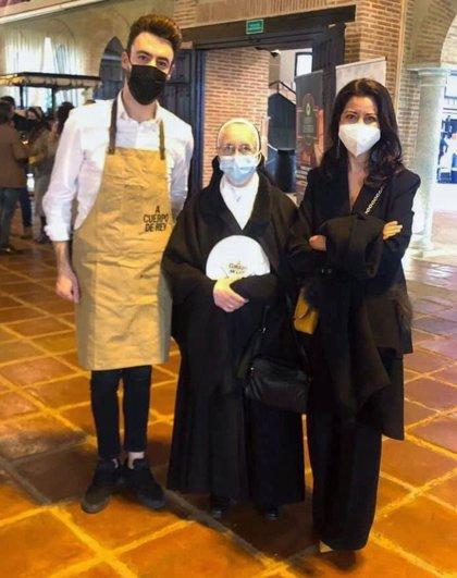 Los premios 'A Cuerpo de Rey' reconocen a los dulces de las Madres Agustinas de Fregenal como Mejor Producto Extremeño