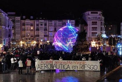 """Trabajadores de Aernnova se movilizan en Vitoria contra """"la muerte de la aeronáutica"""" en Álava y anuncian nuevas huelgas"""