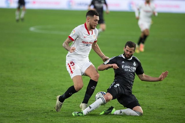 Lucas Ocampos of Sevilla and Nacho Fernandez of Real Madrid during LaLiga, football match played between Sevilla Futbol Club and Real Madrid Club de Futbol at Ramon Sanchez Pizjuan Stadium on December 5, 2020 in Sevilla, Spain.