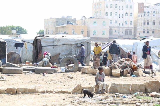 Desplazados de Hajjah y Hodeida en el campo de Souk al Lail
