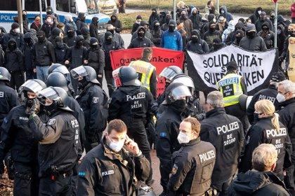 La Policía disuelve por la fuerza la protesta de Pensamiento Lateral en Bremen