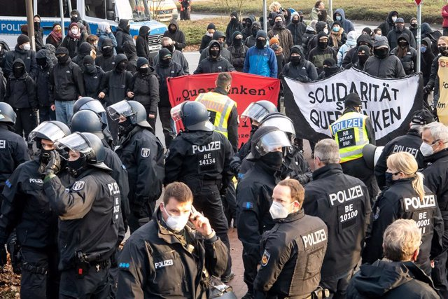 05 December 2020, Bremen: Policemen face counter-demonstrators while police forces attempt to enforce the ban on a protest against coronavirus restrictive measures as set forth by the German Federal Constitutional Court. Photo: Sina Schuldt/dpa