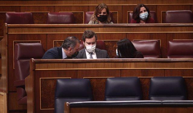 Els diputats de Vox Javier Ortega Smith, Iván Espinosa de los Monteros i Macarena Olona