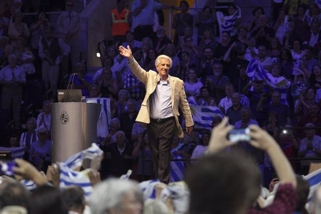 01 March 2019, Uruguay, Montevideo: Uruguayan President Tabare Vazquez greets supporters after his annual speech to the citizens about his government work. Photo: Mauricio Zina/SOPA Images via ZUMA Wire/dpa