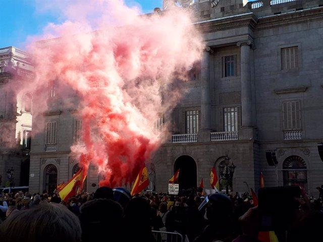 Acte de Vox a la plaça Sant Jaume de Barcelona pel dia de la Constitució.