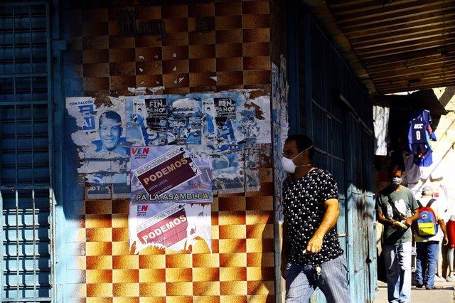 Carteles electorales en Guacara, Venezuela