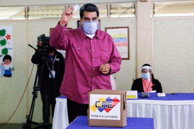 El presidente de Venezuela, Nicolás Maduro, tras votar en las elecciones legislativas de Venezuela, el 6 de diciembre de 2020
