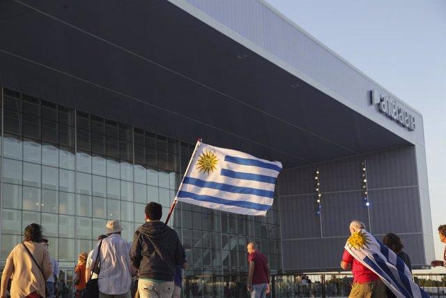 Imagen de arhivo de una bandera de Uruguay.