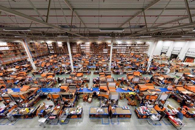 Almacén de AUTODOC en Szczecin: Los empleados del centro logístico en Szczecin han tenido mucho trabajo, los ingresos ya han superado los 600 millones de euros al final del tercer trimestre.