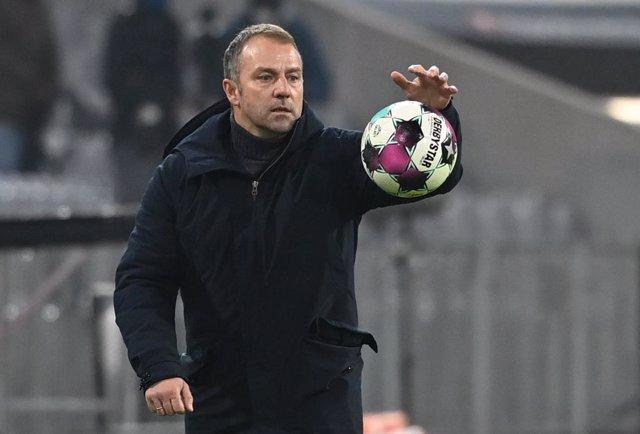 Hansi Flick dirigiendo al Bayern